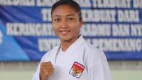Karateka Bali, Cok Istri Agung Sanistyarani, saat berlatih di GOR Praja Raksaka, Denpasar. Coki berambisi mempertahankan emas di PON 2020 Papua dan menembus Olimpiade Paris 2024. (Bola.com/Maheswara Putra)