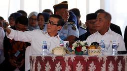 Suasana saat Menkumham Yasonna Laoly (kiri) bersama Menteri Pertahanan Ryamizard Ryacudu launching buku Pedoman Pembinaan Kesadaran Bela Negara Bagi Warga Binaan Pemasyarakatan di LP Klas I Cipinang, Jakarta, Kamis (29/3). (Liputan6.com/JohanTallo)