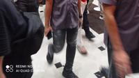 Nia Ramadhani dan Ardi Bakrie digiring petugas polisi untuk menjalankan pengembangan kasus. (Liputan6.com/Ady Anugrahadi)