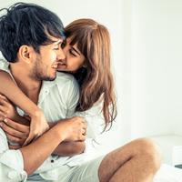 Menjaga kemesraan setelah menikah./Copyright shutterstock.com