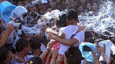 20170329-Muda-mudi Rayakan Tradisi Omed-omedan Setelah Hari Raya Nyepi-AP