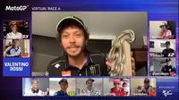 Valentino Rossi memamerkan trofi seolah dirinya menyelesaikan lomba dunia nyata. (Istimewa)