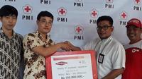 Turut merasakan penderitaan warga Palu, Donggala dan Sigi di Sulawesi Tengah, Bos perusahaan sepatu asal Korea Selatan sumbangkan donasi Rp 150 juta melalui PMI Kota Tangerang.