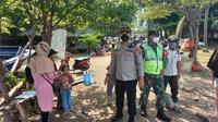 Personil Gabungan Himbau Masyarakat Kosongkan Wisata Pantai. (Minggu, 16/05/2021).