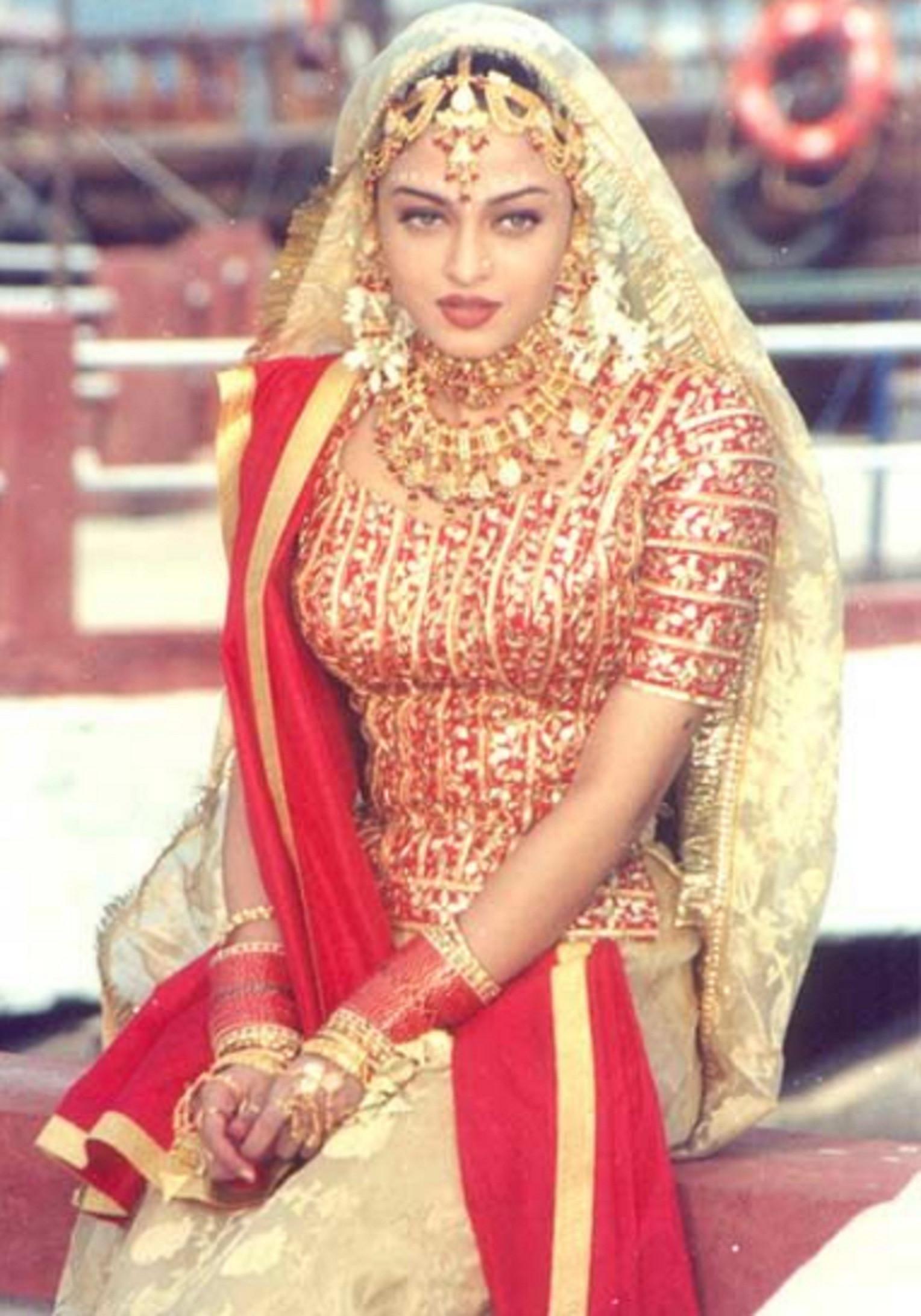 Aishwarya Rai di hari pernikahannya dengan Abhishek Bachchan pada 2007 silam (The Huffington Post)