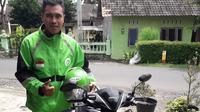 Penjaga gawang Cilegon United, Ghoni Yanuar Gitoyo, kini banting setir menjadi driver ojol di kawasan Kabupaten Semarang. (Bola.com/Vincentius Atmaja)