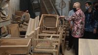 MenkopUKM Teten Masduki meninjau rencana pembangunan rumah produksi bersama di Jombangrejo, Mandong, Trucuk, Klaten, Minggu (6/12/2020).