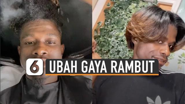 Video seorang pria berambut keriting ingin merubah model rambutnya ini mengundang perhatian.