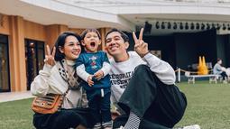 Ini saat mereka liburan ke Jepang. Kawa nampak senang banget, kan?  (Liputan6.com/IG/andienaisyah)