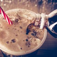 Bahayanya Jika Anak Sering Minum Soda (Vintage Tone/shutterstock)
