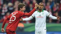 Striker Bayern Munchen, Thomas Muller, merayakan gol ke gawang Werder Bremen pada laga semifinal DFB Pokal di Allianz Arena, Munchen, Selasa (19/4/2016). (AFP/Christof Stache)