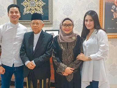 Suasana akrab terlihat jelas di dalam hubungan kakek dan cucu ini. Adly FaIruz diketahui merupakan cucu dari Ma'ruf Amin dari garis keturunan sang Ibu. (Liputan6.com/IG/@adlyfayruz)