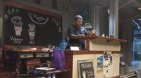 Cafe Phondabee menggelar aksi sosial tukar buku dengan kopi untuk pelajar di Papua. (Liputan6.com/Katharina Janur)