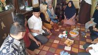 Amien Rais kunjungi rumah duka Abdullah Fithri Setiawan atau Dufi, korban pembunuhan yang jasadnya ditemukan di dalam tong biru di kawasan industri Klapa Nunggal, Kabupaten Bogor.