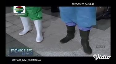 Rumah Sakit Islam Jemursari Surabaya terpaksa mengumpulkan 1000 jas hujan untuk para petugas medis yang bertugas merawat pasien COVID-19. Cara ini mau tak mau harus diambil karena pihak rumah sakit kesulitan memperoleh Alat Pelindung Diri (APD) yang ...