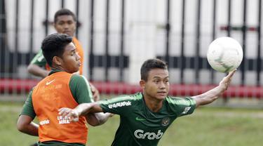 Pemain Timnas Indonesia U-22, Sani Rizki Fauzi, saat latihan di Lapangan ABC Senayan, Selasa (5/2). Timnas Indonesia U-22 akan melakukan pertandingan uji coba melawan Bhayangkara FC. (Bola.com/M Iqbal Ichsan)