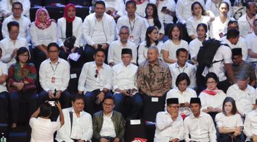 Ketua Umum PKB, Muhaimin Iskandar (ketiga kiri depan) duduk di panggung kehormatan untuk menyaksikan pidato Visi Indonesia yang akan disampaikan Presiden/Wakil Presiden terpilih 2019-2024, Joko Widodo dan KH Ma'ruf Amin di SICC, Kab Bogor, Minggu (14/7/2019). (Liputan6.com/Helmi Fithriansyah)