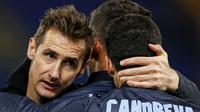 Miroslav Klose tampak frustrasi saat 2 golnya dianulir oleh wasit saat Lazio menjamu Empoli di Stadion Olimpico, Roma Italia.