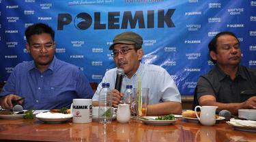 Ketua Tim Reformasi Tata Kelola Migas, Faisal Basri (tengah) saat diskusi di Jakarta, Sabtu (27/12/2014). (Liputan6.com/Miftahul Hayat)