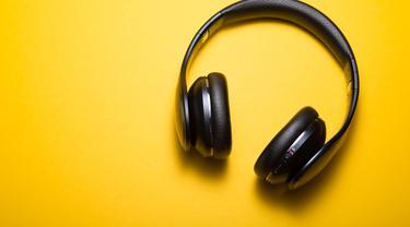 Ilustrasi musik/headphone