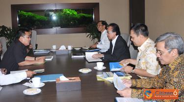 Citizen6, Jakarta: MKP Sharif C Sutardjo didampingi Eselon I KKP melaksanakan rapat koordinasi dengan Menteri PDT Helmy dan Deputynya di Gedung Kementerian Kelautan dan Perikanan, Jakarta Pusat. (Pengirim: Efrimal Bahri).