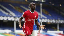 1. Sadio Mane - Pemain asal Senegal ini awalnya menggunakan nomor 19 saat tiba di Liverpool. Pada musim 2018/19, Mane dipercaya menggunakan nomor 10  dan membuktikan dirinya memang pantas menggunakan nomor keratam tersebut. (Peter Byrne/Pool via AP)