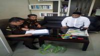 Tim Kejari Makassar Eksekusi Legislator Terpidana Korupsi Bansos Sulsel (Liputan6.com/ Eka Hakim)