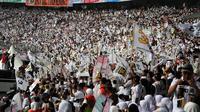 inggu (16/03/14), ratusan ribu kader dan simpatisan PKS memutihkan Stadion GBK Jakarta dalam kampanye perdana (Liputan6.com/Helmi Fithriansyah)