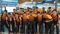 Timnas Malaysia U-23 di KLIA sebelum bertolak menuju Jakarta untuk menjalani Asian Games 2018. (Bola.com/Dok. Ong Kim Swee Twitter)