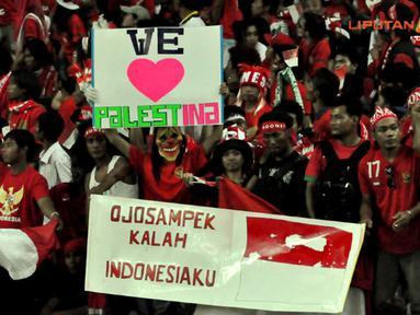 Suporter Laga Pertandingan Piala AFF Suzuki 2012 antara Malaysia vs Indonesia di Stadion Bukit Jalil, Kuala Lumpur, Malaysia, pada 1 November 2012.