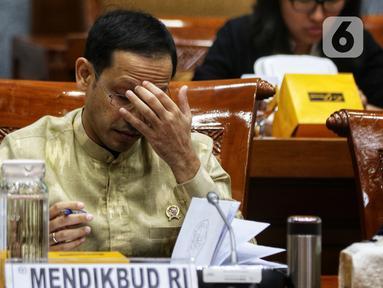Menteri Pendidikan dan Kebudayaan, Nadiem Makarim mengikuti Rapat Kerja dengan Komisi X DPR di kompleks Parlemen, Senayan, Jakarta, Kamis (20/2/2020). Rapat membahas anggaran dan seputar isu terkait Pembayaran SPP lewat layanan Gopay. (Liputan6.com/Johan Tallo)