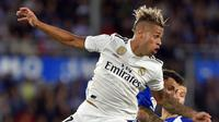 Penyerang Real Madrid, Mariano Diaz beraksi saat bersua Alaves, di Mendizorroza, Vitoria, 6 Oktober 2018.  (AFP / Ander Gillenea)