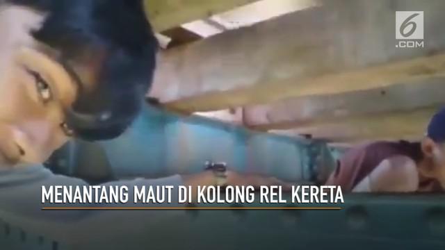 Rekaman dua remaja tanggung menantang maut di kolong jembatan rel kereta api. Aksi yang tidak patut dituru ini, mendapat kecaman dari warganet.