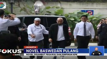 Demi alasan keamanan Novel meninggalkan bandara melalui pintu loading dock terminal tiga Bandara Internasional Sukarno Hatta. Setelah dari bandara, kemudian Novel dibawa ke Gedung KPK Jakarta.
