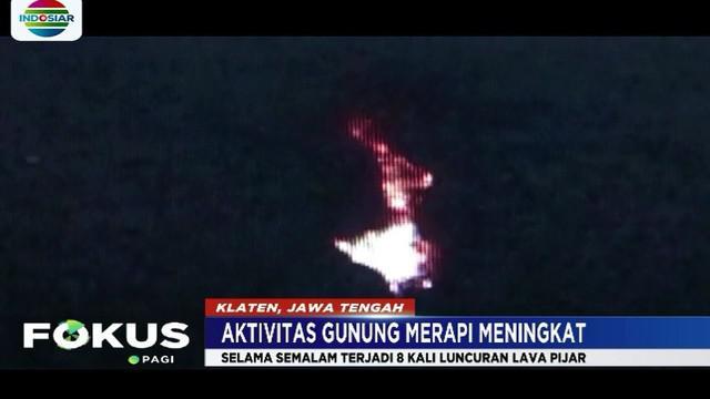 Meski luncuran lava pijar dan awan panas setiap hari keluar dari puncak Merapi, aktivitas warga tetap normal seperti biasa.