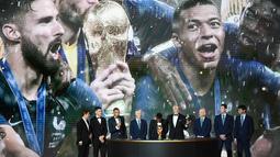 Kylian Mbappe, Antoine Griezmann dari Timnas Prancis berada di peringkat dua FIFA 2019 terbaru dengan 1.718 poin. (AFP/Franck Fife)