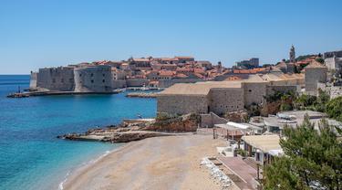 Pemandangan Kompleks Lazzarettos, sebuah fasilitas karantina abad pertengahan di Dubrovnik, Kroasia, Rabu (15/4/2020). Kompleks Lazzarettos yang dibangun pada abad ke-16 kini menjadi tempat rekreasi, perdagangan, dan hiburan. (Xinhua/Pixsell/Grgo Jelavic)