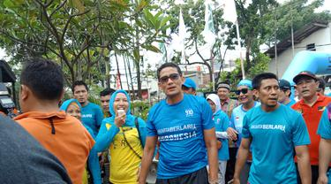 Wakil Gubernur DKI Jakarta Sandiaga Uno mengikuti acara lari pagi bersama warga Pulo Kambing (Liputan6.com/Lady Nuzulul Barkah)
