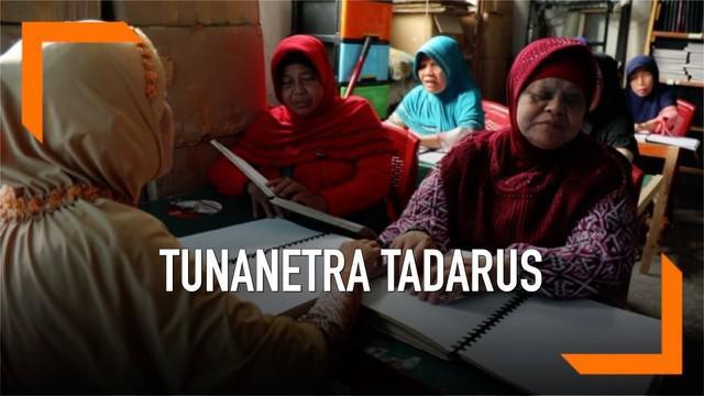 Keterbatasan fisik tidak menjadi halangan bagi penyandang tunantera di Medan untuk beribadah selama Ramadan. Mereka sangat antusias mengikuti tadarus bersama di Kantor Persatuan Tunanetra Indonesia.