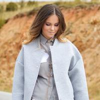 Outwear bisa membuat penampilan lebih seru, bisa juga malah membosankan. (Foto: unsplash.com)