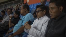 Pemain Timnas Indonesia, Evan Dimas, menonton laga Liga Premier Malaysia antara Felcra FC melawan PDRM di Stadion Shah Alam, Selangor, Jumat (2/2/2018). Kedua klub bermain imbang 1-1. (Bola.com/Vitalis Yogi Trisna)