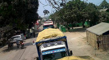 Kesal Dihujani Debu Mobil Proyek, Warga di Cilegon Blokir Jalan