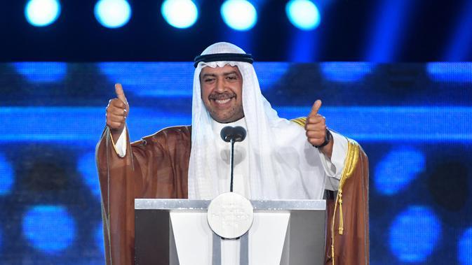 Presiden Dewan Olimpiade Asia (OCA) Sheikh Ahmad Al Fahad Al Sabah memberi sambutan pada Penutupan Asian Games 2018 di Stadion Utama GBK, Jakarta, Minggu (2/9). Presiden OCA menyelipkan beberapa kalimat dalam bahasa Indonesia dalam pidato (ADEK BERRY/AFP)