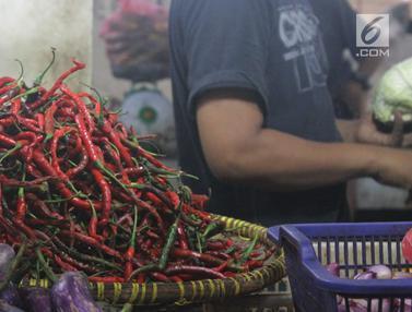 FOTO: Harga Cabai Mulai Turun di Pasar Tradisional