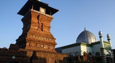 STOK A 10 Wisata Religi di Kudus yang Wajib Dikunjungi, Tapak Tilas Walisongo Berbalut Budaya