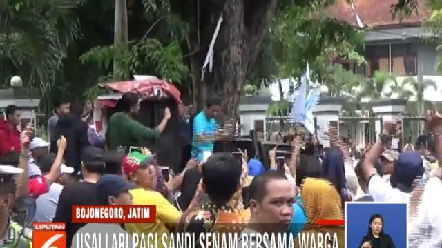 Sandi menyampaikan program perbaikan ekonomi Prabowo-Sandi untuk menstabilkan harga bahan pokok, menurunkan tarif listrik, dan memperbaiki pelayanan BPJS Kesehatan.