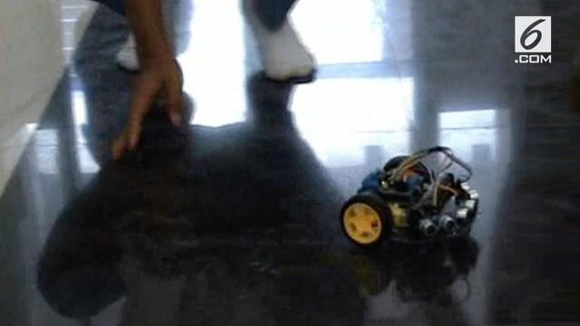 Siswa SMA Negeri 1 Cibatu memciptakan sebuah robot halang rintang. Robot ini memiliki sensor hingga mampu menghindar saat terjadi tabrakan.