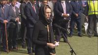 PM Selandia Baru Jacinda Ardern ikut menghadiri salat Jumat di Christchurch. (dok.Twitter @Kasmawati75/https://twitter.com/Kasmawati75/status/1108928106977320961/Henry