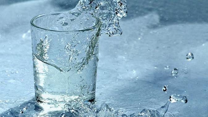Menghadapi Masalah Hidup Bagai Memegang Segelas Air Lifestyle Fimela Com