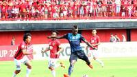 Pelatih Bali United, Widodo Cahyono Putro, mewaspadai penampilan duo penyerang Yangon United, Sekou Sylla dan Uzochukwu Emmanuel, dalam matchday ketiga Piala AFC 2018. (Twitter/@YangonUnitedFC)